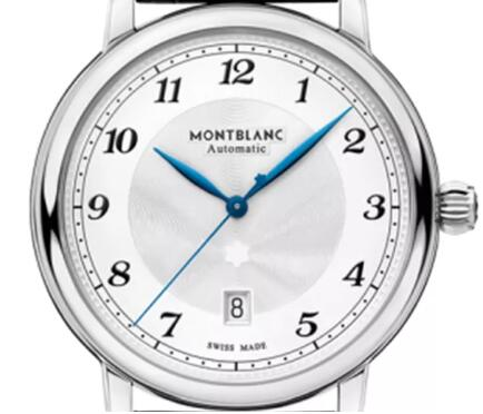 The blue hands and black Arabic numerals hour markers ensure the great legibility.