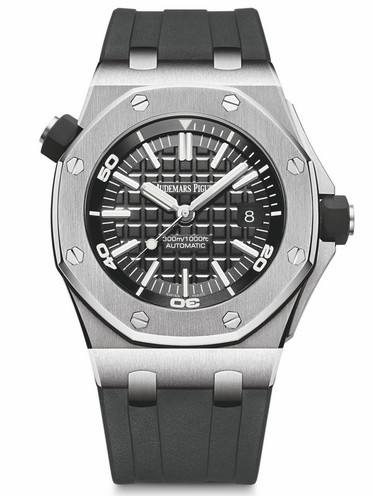The symbolic octangle bezel makes the Audemars Piguet recognizable and distinctive.