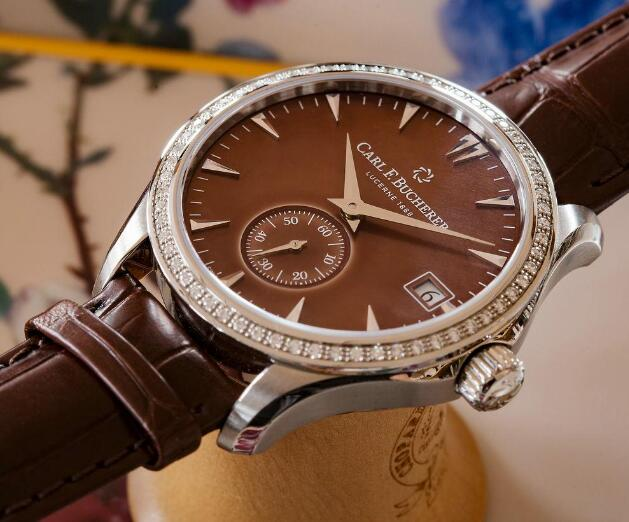 The timepiece is with the concise but distinctive dial.