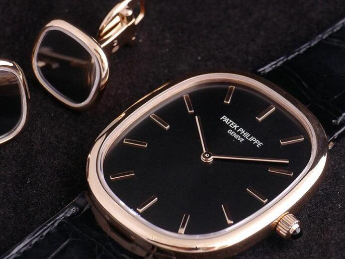The ultra thin case makes this Patek Philippe very suitable to match the formal suits.