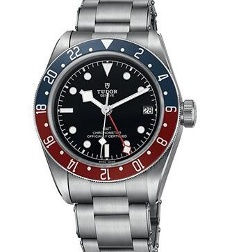 The blue and red bezel makes the timepiece more recognizable.