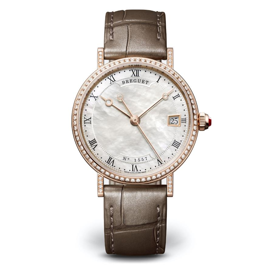 The 33.5 mm replica watch is designed for women.