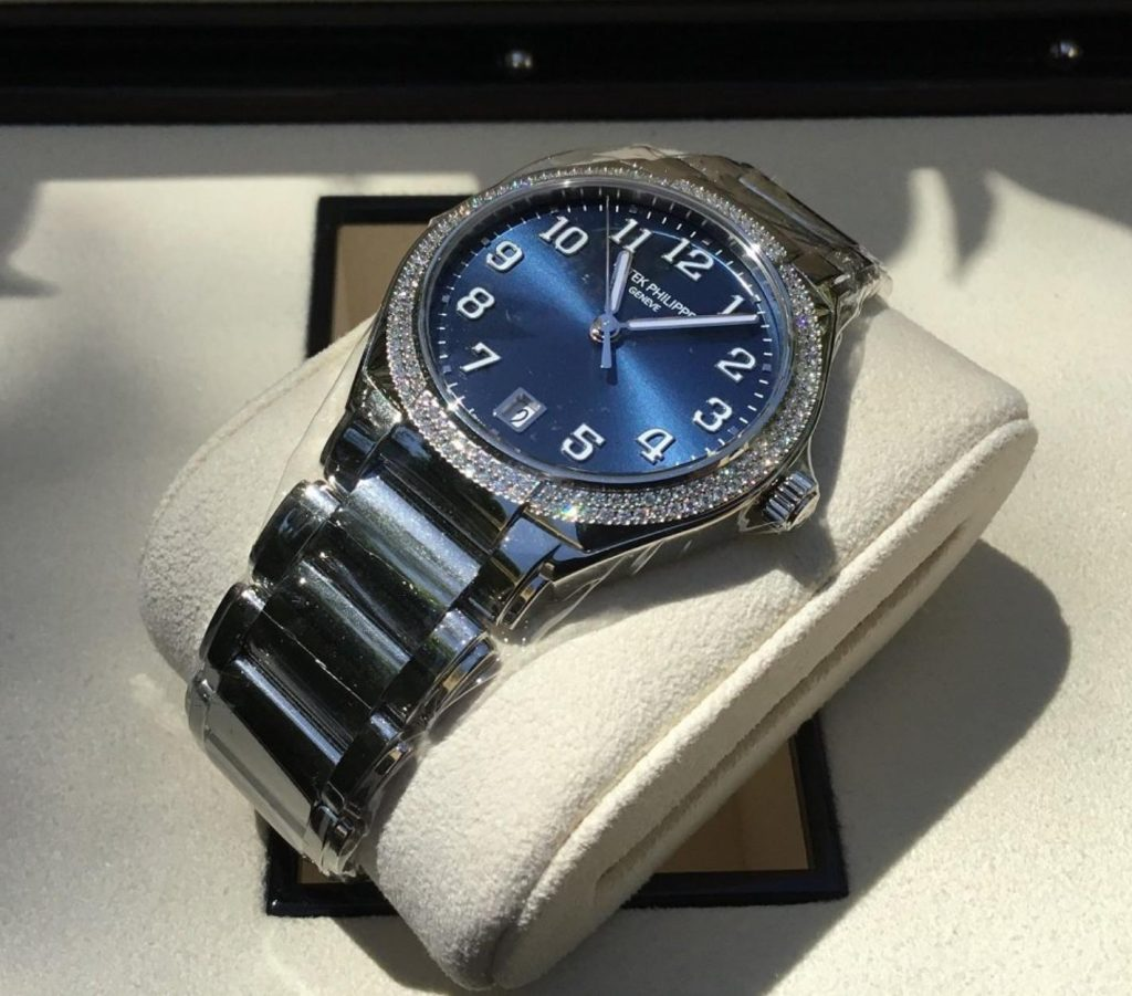 The blue dial fake watch is designed for women.